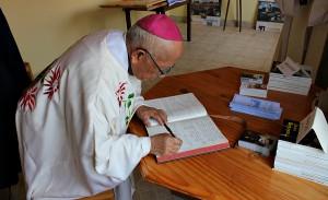 Podczas uroczyśtosci 100.lecia śmierci Beyzyma w Marananie - wpis do księgi pamiątkowej