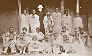 Ambahivoraka - ojciec Beyzym z chorymi na werandzie
