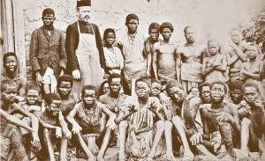 Ojciec J. Beyzym wśród trędowatych mężczyzn