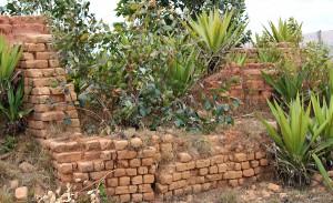 Framgent murów kaplicy w Ambahivoraka