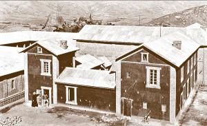Kościół, dom o. Beyzyma, na lewo opatrunki i apteka, dom dozorcy i mieszkania chorych