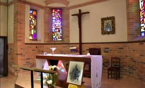 Oltarz glowny w kaplicy w Maranie